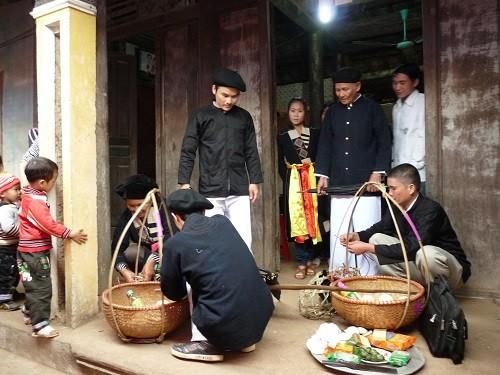 ទំនៀមទម្លាប់រៀបអាពាហ៍ពិពាហ៍របស់ជនជាតិ Cao Lan នៅខេត្ត Bac Giang - ảnh 1