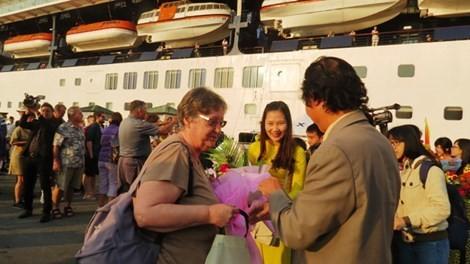 Hơn 2.500 khách du lịch nước ngoài đến Huế bằng đường biển qua cảng Chân Mây - ảnh 1