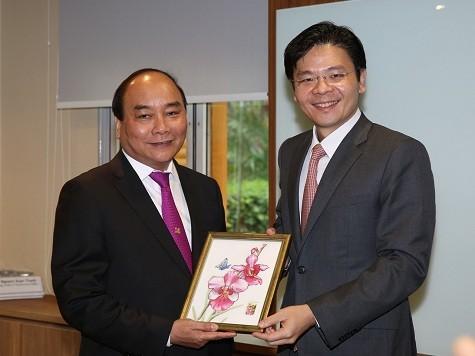 Phó Thủ tướng Nguyễn Xuân Phúc kết thúc chuyến thăm Cộng hòa Singapore - ảnh 1
