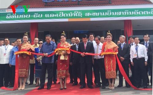 Chủ tịch nước Trương Tấn Sang dự lễ khánh thành sân bay Attapeu - ảnh 2