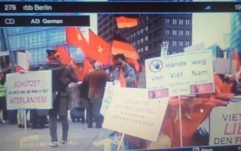 Báo Đức đưa tin người Việt Nam biểu tình phản đối Trung Quốc quân sự hóa tại Biển Đông - ảnh 1