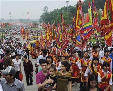 Lãnh đạo Thành phố Việt Trì dâng hương tưởng niệm các Vua Hùng  - ảnh 1