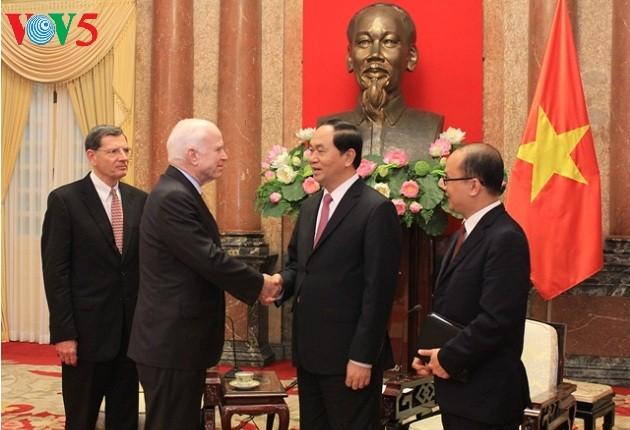 Chủ tịch nước Trần Đại Quang tiếp Thượng nghị sỹ John McCain - ảnh 2