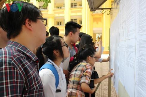 Các thí sinh thi môn đầu tiên, kỳ thi THPT Quốc gia năm 2017 - ảnh 1
