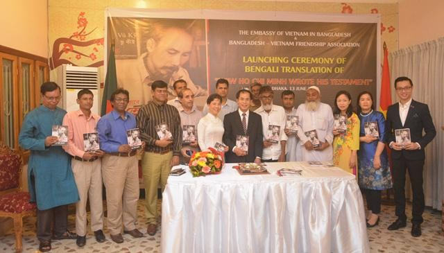 """Ra mắt cuốn sách """"Bác Hồ viết di chúc"""" bằng tiếng Bengali - ảnh 5"""