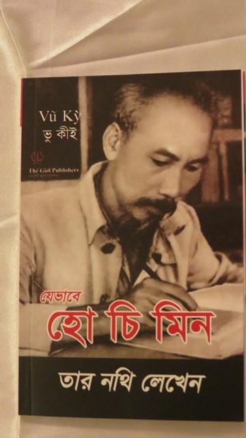 """Ra mắt cuốn sách """"Bác Hồ viết di chúc"""" bằng tiếng Bengali - ảnh 1"""