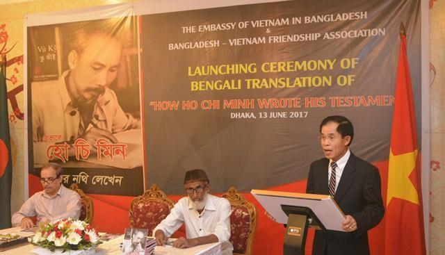 """Ra mắt cuốn sách """"Bác Hồ viết di chúc"""" bằng tiếng Bengali - ảnh 3"""