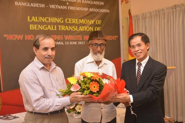 """Ra mắt cuốn sách """"Bác Hồ viết di chúc"""" bằng tiếng Bengali - ảnh 4"""