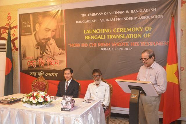 """Ra mắt cuốn sách """"Bác Hồ viết di chúc"""" bằng tiếng Bengali - ảnh 2"""