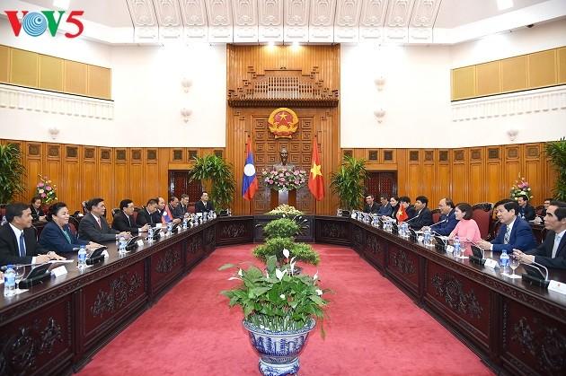 Thủ tướng Nguyễn Xuân Phúc tiếp Phó Chủ tịch nước CHDCND Lào Phankham Viphavanh - ảnh 1