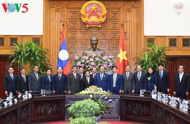 Thủ tướng Nguyễn Xuân Phúc tiếp Phó Chủ tịch nước CHDCND Lào Phankham Viphavanh - ảnh 3