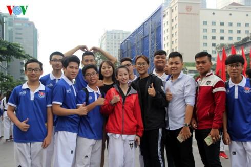 5000 người hưởng ứng Lễ xuất quân và đi bộ cổ vũ đoàn thể thao Việt Nam tham dự SEA Games 29 - ảnh 2