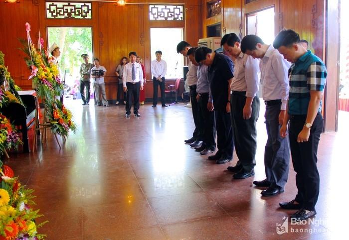 Tỉnh Nghệ An dâng hương, tưởng niệm 48 năm Ngày mất của Chủ tịch Hồ Chí Minh - ảnh 2