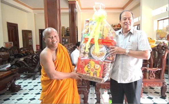 Nhiều hoạt động chúc mừng Lễ Sen Dolta truyền thống của dân tộc Khmer - ảnh 1