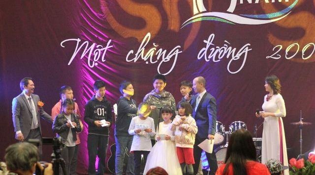Kỷ niệm 10 năm ngày thành lập Hội văn hóa Việt Nam tại thành phố Ausburg, CHLB Đức - ảnh 8