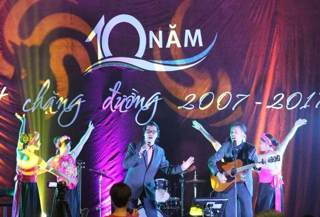 Kỷ niệm 10 năm ngày thành lập Hội văn hóa Việt Nam tại thành phố Ausburg, CHLB Đức - ảnh 7
