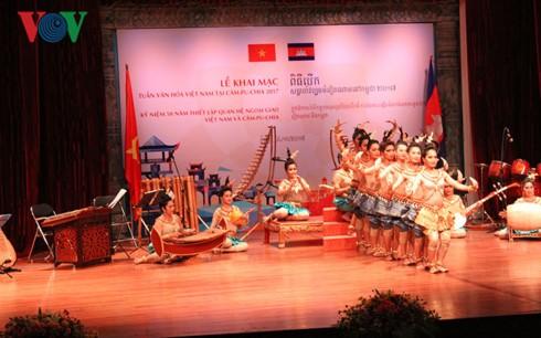 Khai mạc Tuần văn hóa Việt Nam tại Campuchia - ảnh 1