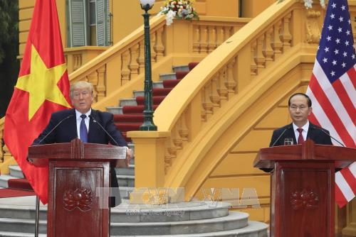 Chủ tịch nước Trần Đại Quang và Tổng thống Hoa Kỳ Donald Trump chủ trì họp báo - ảnh 1