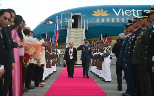 Thủ tướng Nguyễn Xuân Phúc đến Philippines bắt đầu tham dự ASEAN-31 - ảnh 1