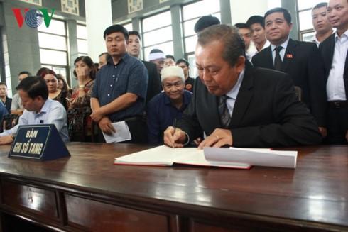 Lãnh đạo Đảng, Nhà nước viếng cụ Hoàng Thị Minh Hồ - ảnh 1