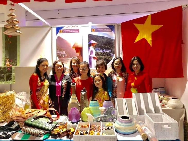 """Giới thiệu và quảng bá Việt Nam tại Hội chợ từ thiện """"CHARITY BAZAAR"""" lần thứ 25 tại Ukraine - ảnh 1"""