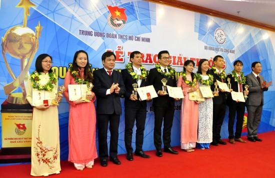 Trao thưởng Quả cầu vàng cho 9 tài năng trẻ khoa học công nghệ xuất sắc - ảnh 2