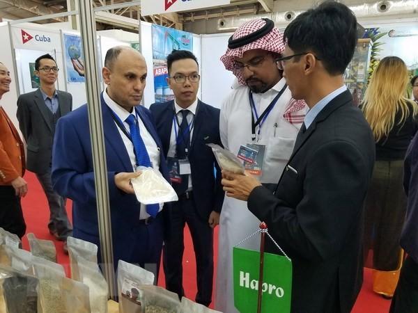 Hàng Việt Nam thu hút sự quan tâm tại Hội chợ FIA 2018 ở Algeria - ảnh 1