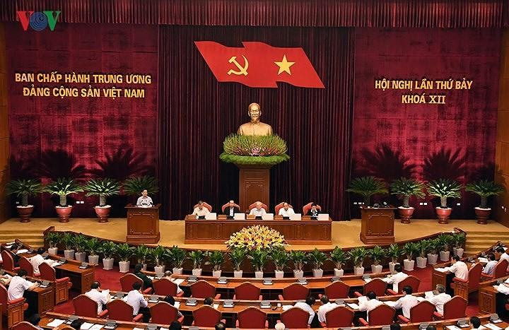 Ngày làm việc thứ 3 Hội nghị lần thứ 7 BCH Trung ương Đảng - ảnh 2