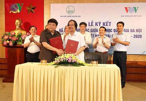Đài Tiếng nói Việt Nam và Đại học Quốc gia Hà Nội ký kết Kế hoạch hợp tác giai đoạn 2018-2020 - ảnh 1