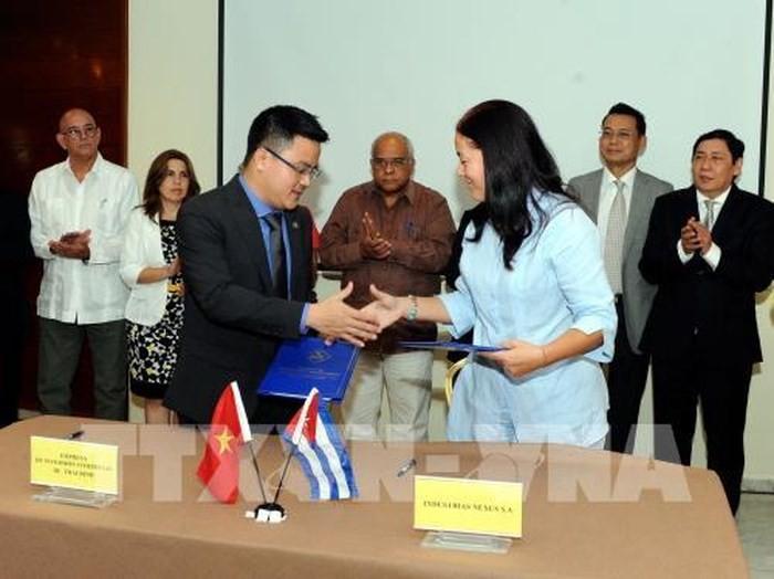 Doanh nghiệp Việt Nam và Cuba ký nhiều thỏa thuận thương mại - ảnh 1