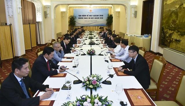Phó Thủ tướng Phạm Bình Minh tiếp Chủ tịch WEF và dự Tọa đàm về Hội nghị WEF ASEAN 2018 - ảnh 2