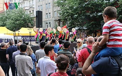 Đại sứ quán Việt Nam tại Cộng hòa Czech bác bỏ phát ngôn thiếu thiện chí về Việt Nam - ảnh 1