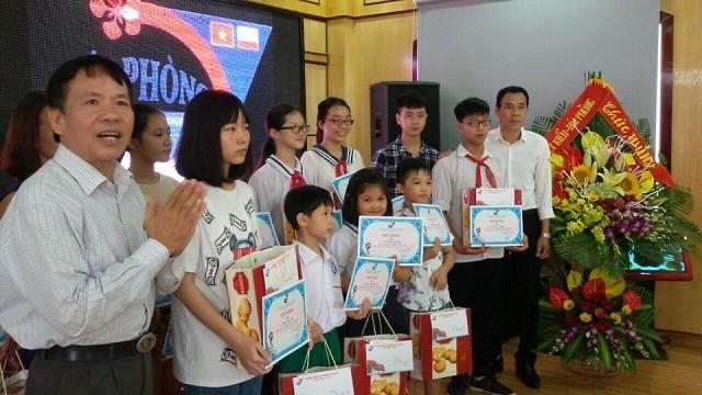 Hội đồng hương Hải Phòng tại Liên bang Nga trao phần thưởng cho các học sinh giỏi - ảnh 3