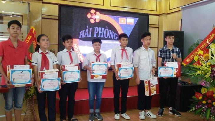 Hội đồng hương Hải Phòng tại Liên bang Nga trao phần thưởng cho các học sinh giỏi - ảnh 1