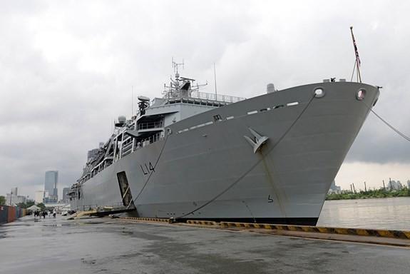 Tàu Hải quân Hoàng gia Anh thăm Việt Nam - ảnh 1