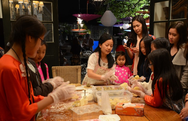 Người Việt tại Australia đón tết Trung thu để gìn giữ và lưu truyền văn hóa truyền thống - ảnh 1
