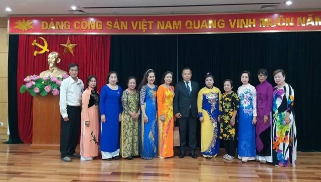 Gặp mặt các cựu giáo viên kiều bào Thái Lan về thăm Việt Nam - ảnh 3