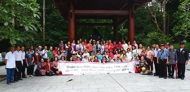 Các cựu giáo viên kiều bào Thái Lan thăm khu di tích Đá Chông - ảnh 1