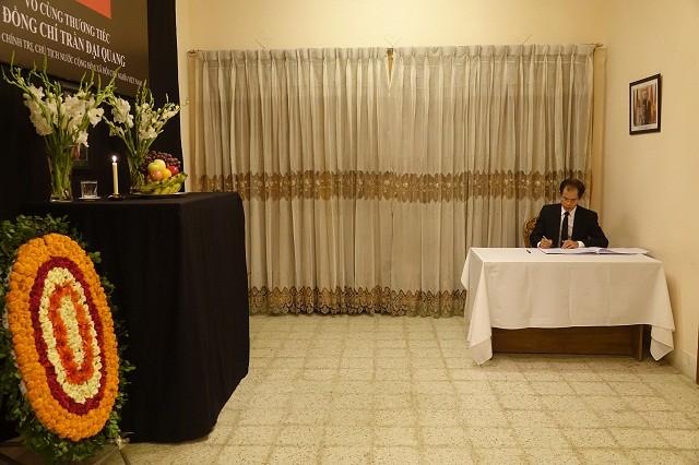 Đại sứ quán Việt Nam tại Bangladesh tổ chức Lễ viếng và mở Sổ tang Chủ tịch nước Trần Đại Quang - ảnh 2