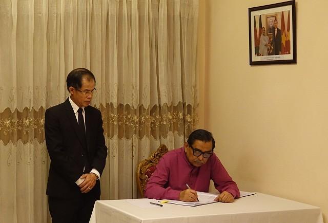 Đại sứ quán Việt Nam tại Bangladesh tổ chức Lễ viếng và mở Sổ tang Chủ tịch nước Trần Đại Quang - ảnh 3