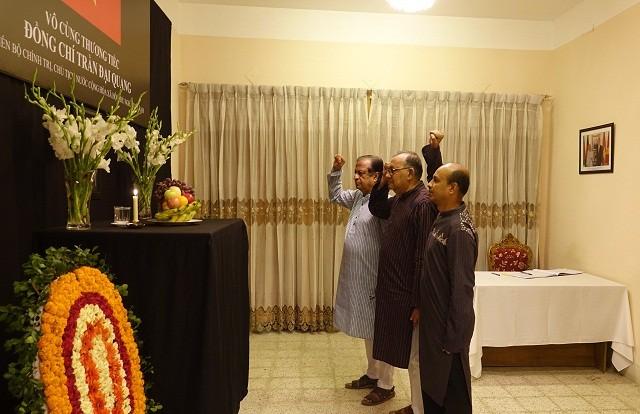 Đại sứ quán Việt Nam tại Bangladesh tổ chức Lễ viếng và mở Sổ tang Chủ tịch nước Trần Đại Quang - ảnh 4