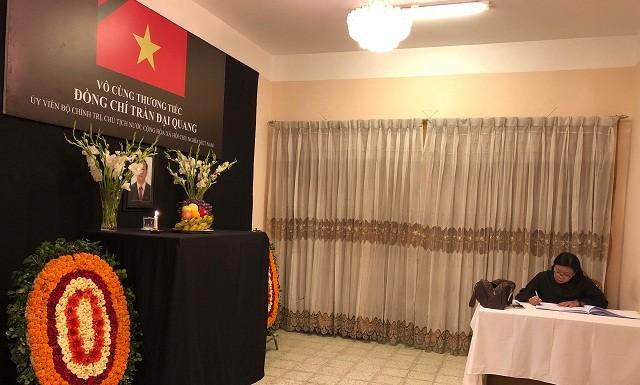 Đại sứ quán Việt Nam tại Bangladesh tổ chức Lễ viếng và mở Sổ tang Chủ tịch nước Trần Đại Quang - ảnh 6
