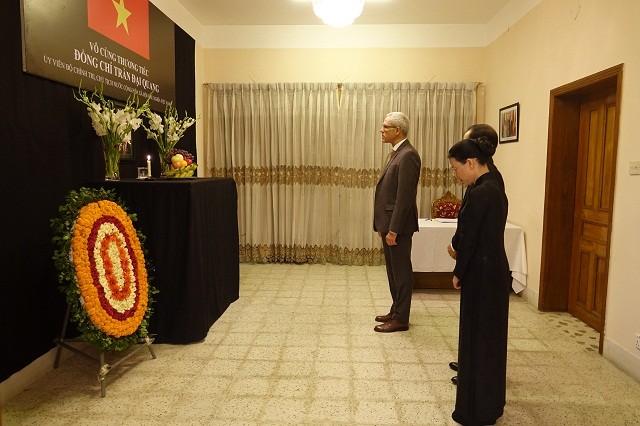 Đại sứ quán Việt Nam tại Bangladesh tổ chức Lễ viếng và mở Sổ tang Chủ tịch nước Trần Đại Quang - ảnh 8