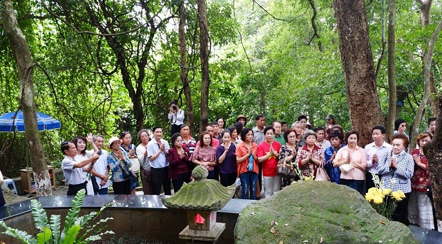 Các cựu giáo viên kiều bào Thái Lan thăm khu di tích Đá Chông - ảnh 4