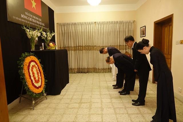 Đại sứ quán Việt Nam tại Bangladesh tổ chức Lễ viếng và mở Sổ tang Chủ tịch nước Trần Đại Quang - ảnh 11