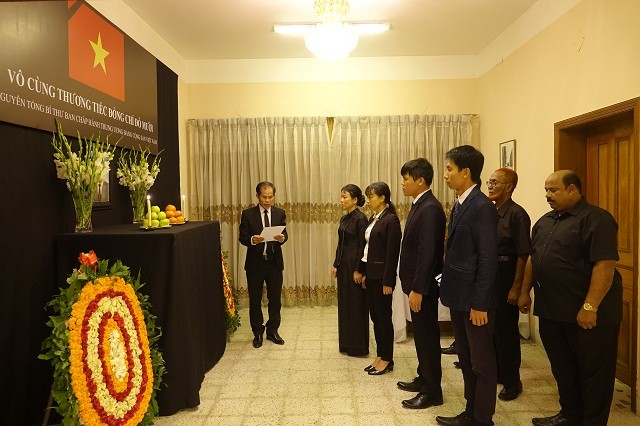 Đại sứ quán Việt Nam tại Bangladesh tổ chức Lễ viếng và mở Sổ tang nguyên Tổng Bí thư Đỗ Mười - ảnh 1