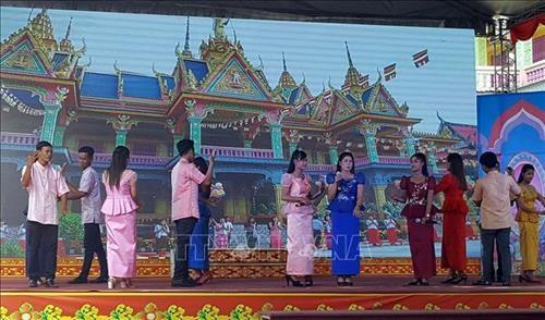 Đồng bào Khmer ở Sóc Trăng vui đón lễ Sene Dolta - ảnh 1