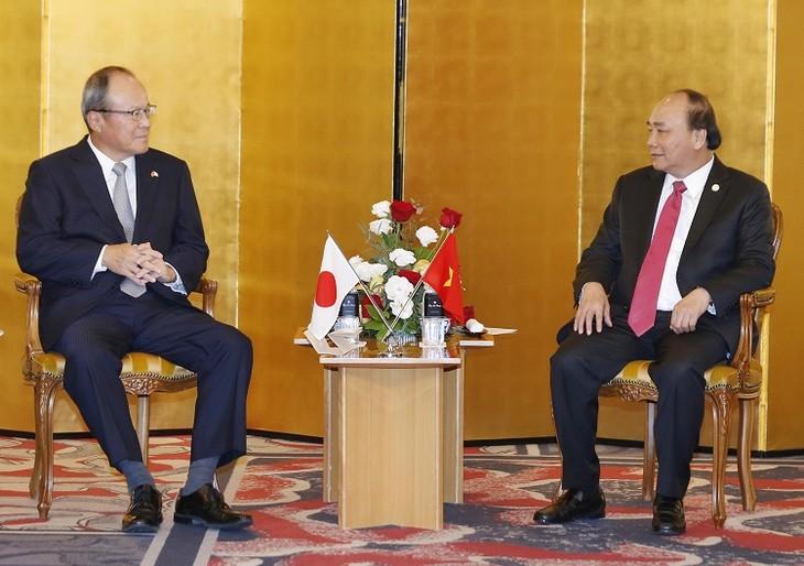 Thủ tướng Nguyễn Xuân Phúc tọa đàm với doanh nghiệp Nhật Bản, tiếp Chủ tịch Ngân hàng MUFJ, Chủ tịch Công ty Mitsubishi và Chủ tịch JETRO - ảnh 3