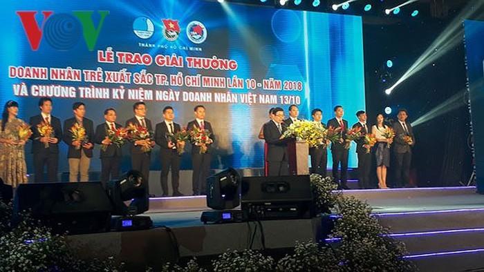 Thành phố Hồ Chí Minh trao giải thưởng doanh nhân trẻ xuất sắc và tiêu biểu cho 17 doanh nhân - ảnh 1
