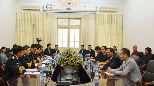Ủy ban Nhà nước về người Việt Nam ở nước ngoài thăm, tặng quà Tết cho quân và dân huyện đảo Trường Sa, nhà giàn DK1 - ảnh 1